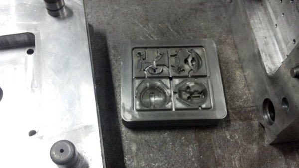 Injection mold tool for prototype tank toys